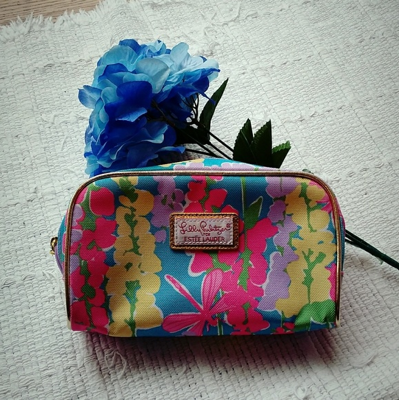 Lilly Pulitzer Handbags - Lilly Pulitzer • Estee Lauder Makeup Clutch